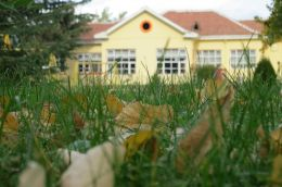 Двора на ДГ Буратино - ДГ 7 Буратино - Детска градина в град Казанлък